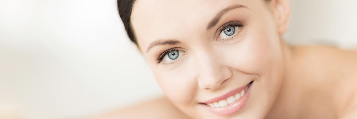 Frau mit jugendlicher Haut als Symbolbild für eine Mesotherapie-Anwendung